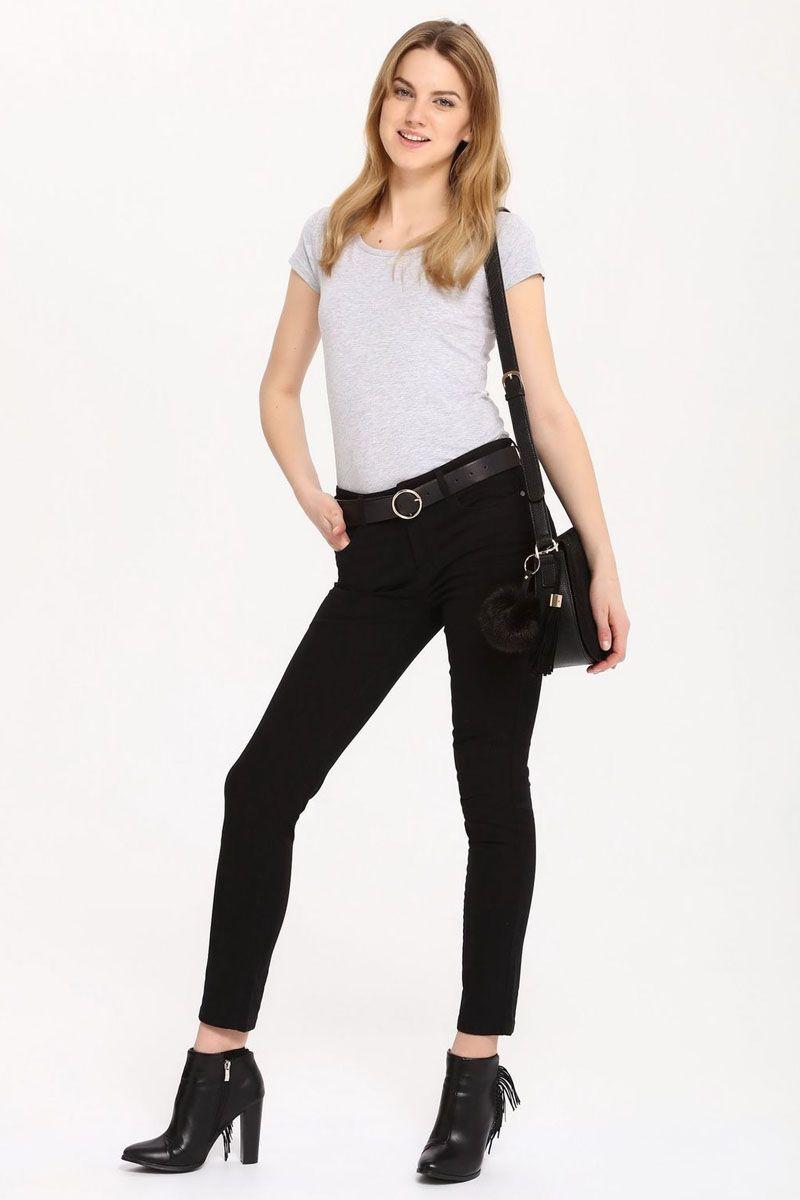 БрюкиSSP2411CAСтильные женские брюки Top Secret - брюки высочайшего качества на каждый день, которые прекрасно сидят. Модель изготовлена из высококачественного хлопка и эластана. Эти модные и в тоже время комфортные брюки послужат отличным дополнением к вашему гардеробу. В них вы всегда будете чувствовать себя уютно и комфортно.