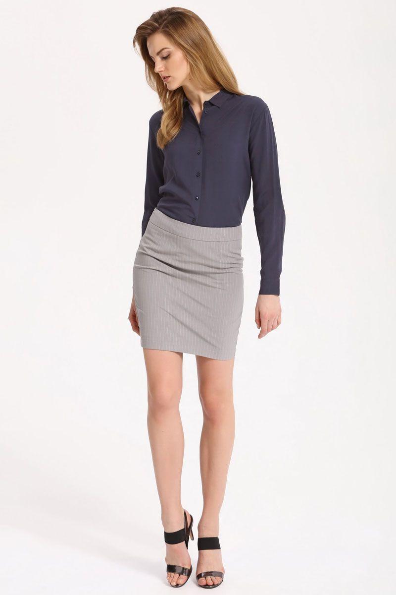 РубашкаSKL2236GRРубашка женская Top Secret выполнена из 100% вискозы. Модель с отложным воротником застегивается на пуговицы.