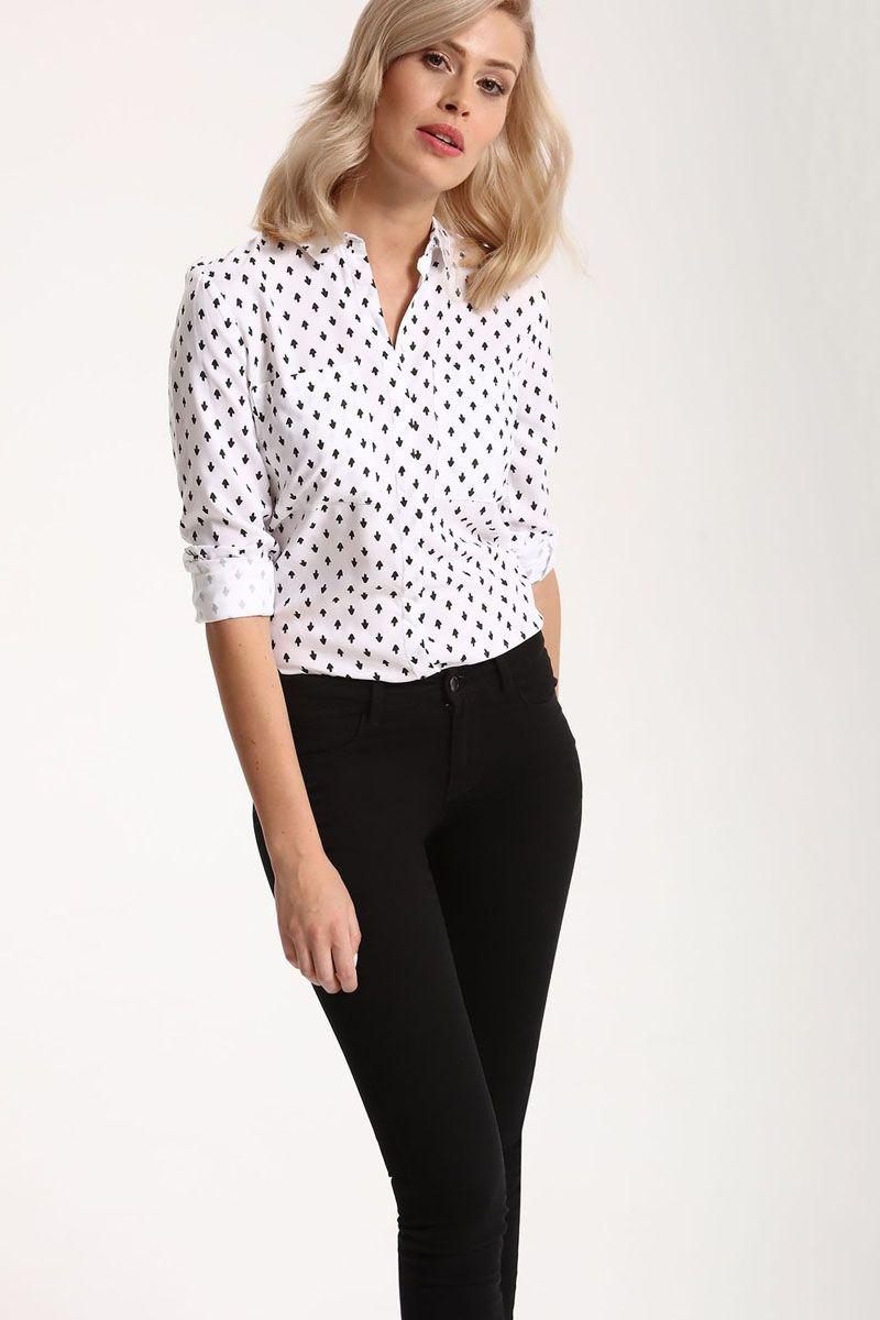 РубашкаSKL2212BIРубашка женская Top Secret выполнена из 100% вискозы. Модель с отложным воротником застегивается на пуговицы.