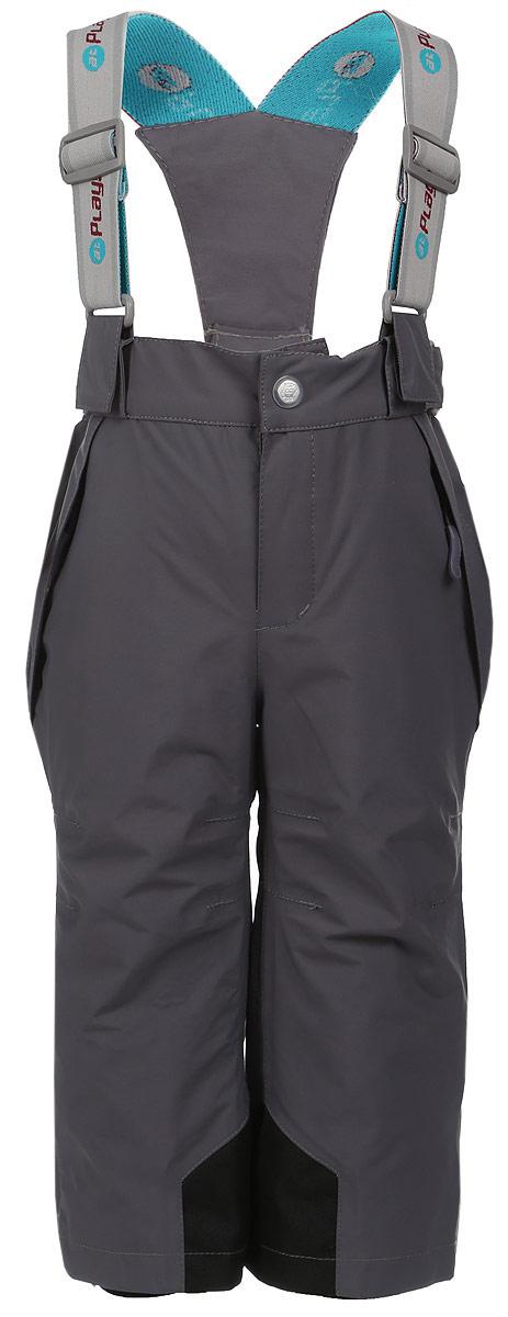 3pt717Удобные и функциональные детские брюки atPlay! идеально подойдут вашему ребенку в прохладное время года. Верх изделия изготовлен из качественного полиэстера, с покрытием Teflon от DuPont, которое облегчает уход за этой одеждой. Дышащая способность: 5000г/м и водонепроницаемость брюк: 5000мм, также они имеют водо- и грязеотталкивающую пропитку. Подкладка выполнена из ворсового полотна, гладкой стороной к ноге, чтобы нога скользила в брючине. Удобные и функциональные брюки прямого покроя застегиваются на кнопку и липучку в поясе, а также имеют ширинку на застежке-молнии. Сзади на поясе предусмотрена широкая резинка и по бокам пришиты дополнительные хлястики на липучках. Съемные эластичные наплечные лямки регулируются по длине и крепятся к поясу. Спереди находятся два втачных кармашка на застежках-молниях. Низ брюк укреплен специальной вкладкой, стойкой к износу, а также оформлен боковыми застежками-молниями с клапанами на кнопках. Снизу брючин...