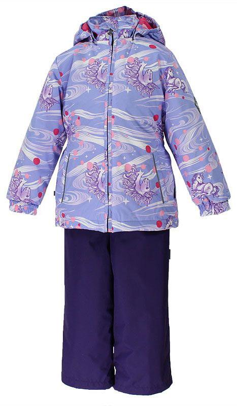 Комплект верхней одежды41260004-71127Комплект для девочек. Водо- и воздухонепроницаемость 5 000 куртка / 10 000 брюки. Утеплитель 40 гр куртка / 40 гр. Брюки. Подкладка Тафта 100% полиэстер. Отстегивающийся капюшон на резинке. Манжеты рукавов на резинке. У брюк регулируемые низы. Также на брюках есть резиновые подтяжки. Все швы проклеены. На изделии присутствуют светоотражательные элементы для безопасности в темное время суток.