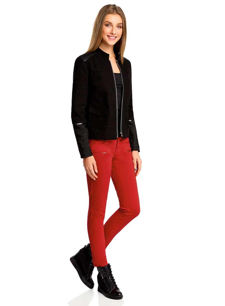 Джинсы12103118/45029/4500NСтильные женские джинсы oodji Ultra выполнены из хлопка с добавлением полиуретана. Материал мягкий и приятный на ощупь, не сковывает движения и позволяет коже дышать. Джинсы-скинни со средней посадкой застегиваются на пуговицу в поясе и ширинку на застежке-молнии. На поясе предусмотрены шлевки для ремня. Спереди модель дополнена двумя втачными карманами и одним накладным кармашком, сзади - двумя накладными карманами. Модель спереди оформлена имитацией двух прорезных карманов с застежками-молниями.