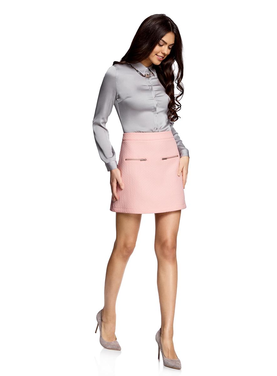Юбка11600436-1/45270/3000NСтильная мини-юбка в форме трапеции выполнена из высококачественного материала. Спереди модель декорирована металлическими молниями. Сзади юбка застегивается на потайную застежку-молнию.
