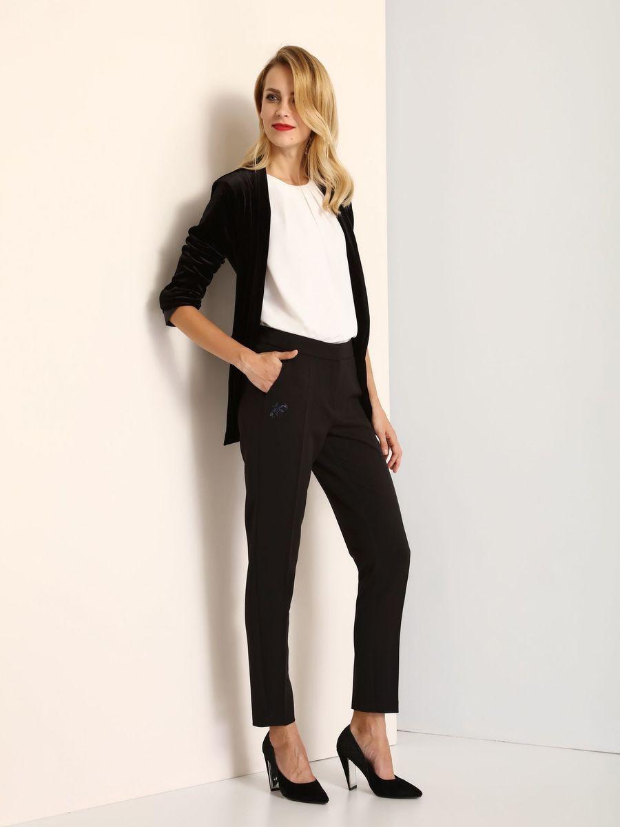 БрюкиSSP2462GRСтильные женские брюки Top Secret - брюки высочайшего качества на каждый день, которые прекрасно сидят. Модель изготовлена из высококачественного полиэстера и эластана. Эти модные и в тоже время комфортные брюки послужат отличным дополнением к вашему гардеробу. В них вы всегда будете чувствовать себя уютно и комфортно.