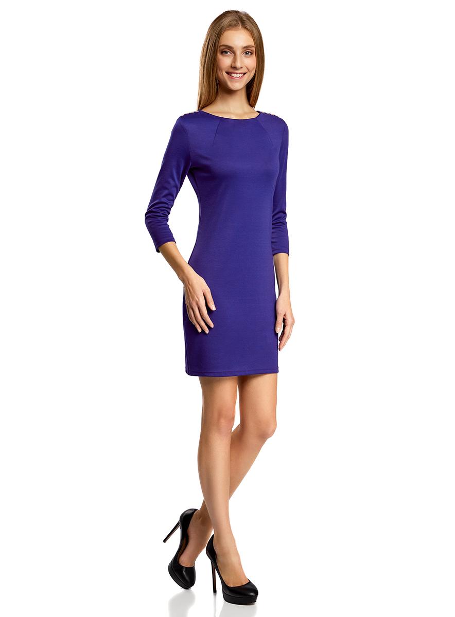 Платье14001105-2/18610/7500NМодное трикотажное платье oodji Ultra станет отличным дополнением к вашему гардеробу. Модель выполнена из полиэстера с добавлением полиуретана. Платье-миди с круглым вырезом горловины и рукавами 3/4 застегивается на металлическую застежку-молнию, расположенную на спинке. В области плеч изделие оформлено металлическими декоративными элементами.