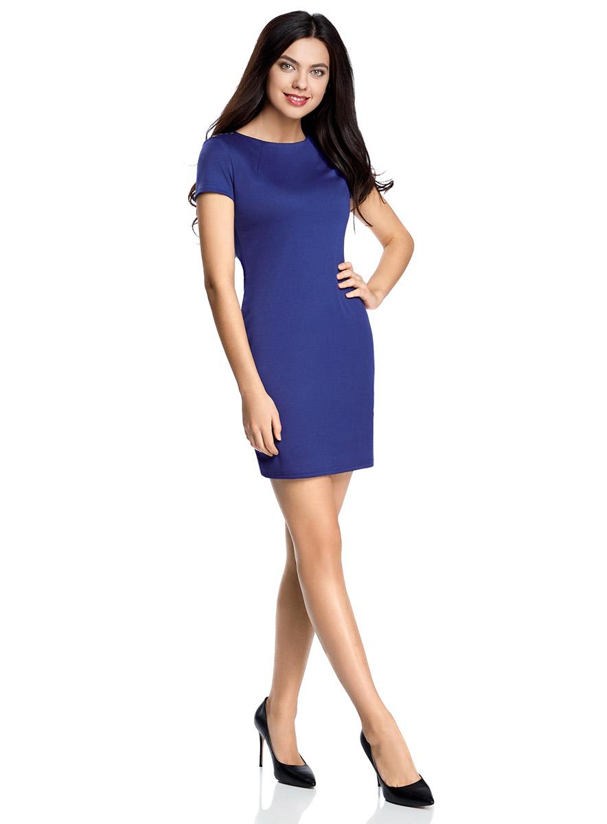 Платье14001177/18610/2523OПриталенное платье oodji Ultra, выгодно подчеркивающее достоинства фигуры, выполнено из качественного трикотажа и оформлено декоративными металлическими пластинками на плечах. Модель мини-длины с круглым вырезом горловины и короткими рукавами застегивается на короткую металлическую молнию на спинке.