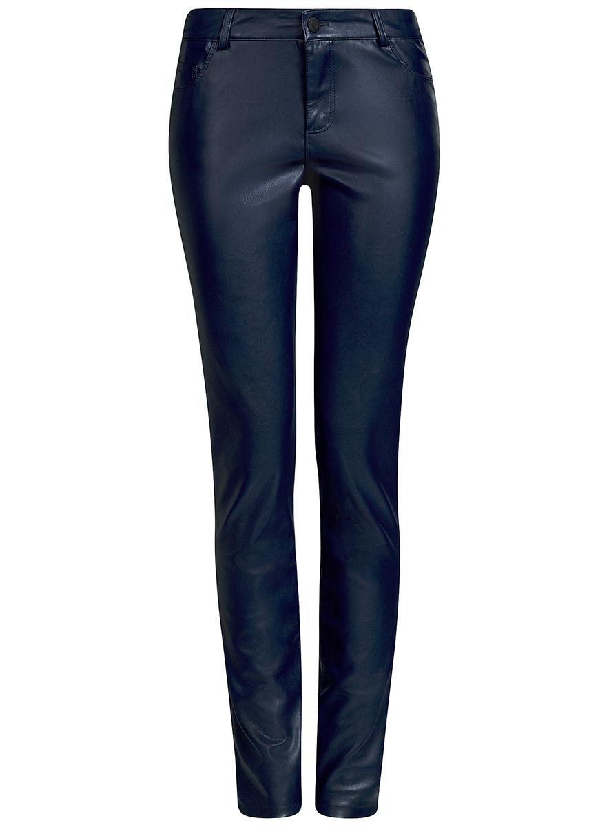 Брюки18G07087/45059/2900NЖенские брюки oodji Ultra выполнены из искусственной кожи. Модель-слим стандартной посадки застегивается на пуговицу в поясе и ширинку на застежке-молнии. Пояс имеет шлевки для ремня. Сзади брюки дополнены накладными карманами.