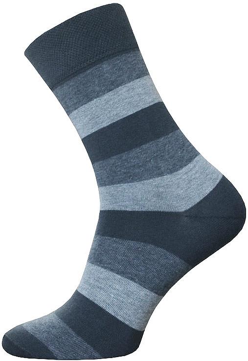 Носки14C2125/047Мужские носки Брестские Classic, выполненные из хлопка с добавлением полиэстера и эластана, оформлены рисунком в широкую полоску. На модели предусмотрена мягкая эластичная резинка с двойным бортом. Носки хорошо держат форму и обладают повышенной воздухопроницаемостью. Усиленные пятка и мысок обеспечивают надежность и долговечность.