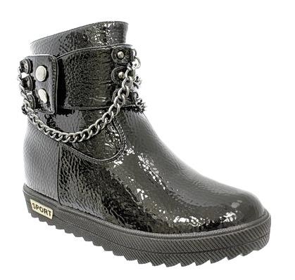Ботинки3036-1Замечательные детские ботинки для девочки от Camidy приведут в восторг вашу маленькую модницу! Модель выполнена из искусственной, лакированной кожи. Верх изделия оформлен ремешком с заклепками и металлической цепочкой. Подкладка и стелька из мягкой байки обеспечат детским ножкам комфорт и уют. Ботинки с округлым мыском застегиваются на застежку-молнию. Подошва с рифлением гарантируют идеальное сцепление с любыми поверхностями. Удобные ботинки - необходимая вещь в гардеробе каждого ребенка.