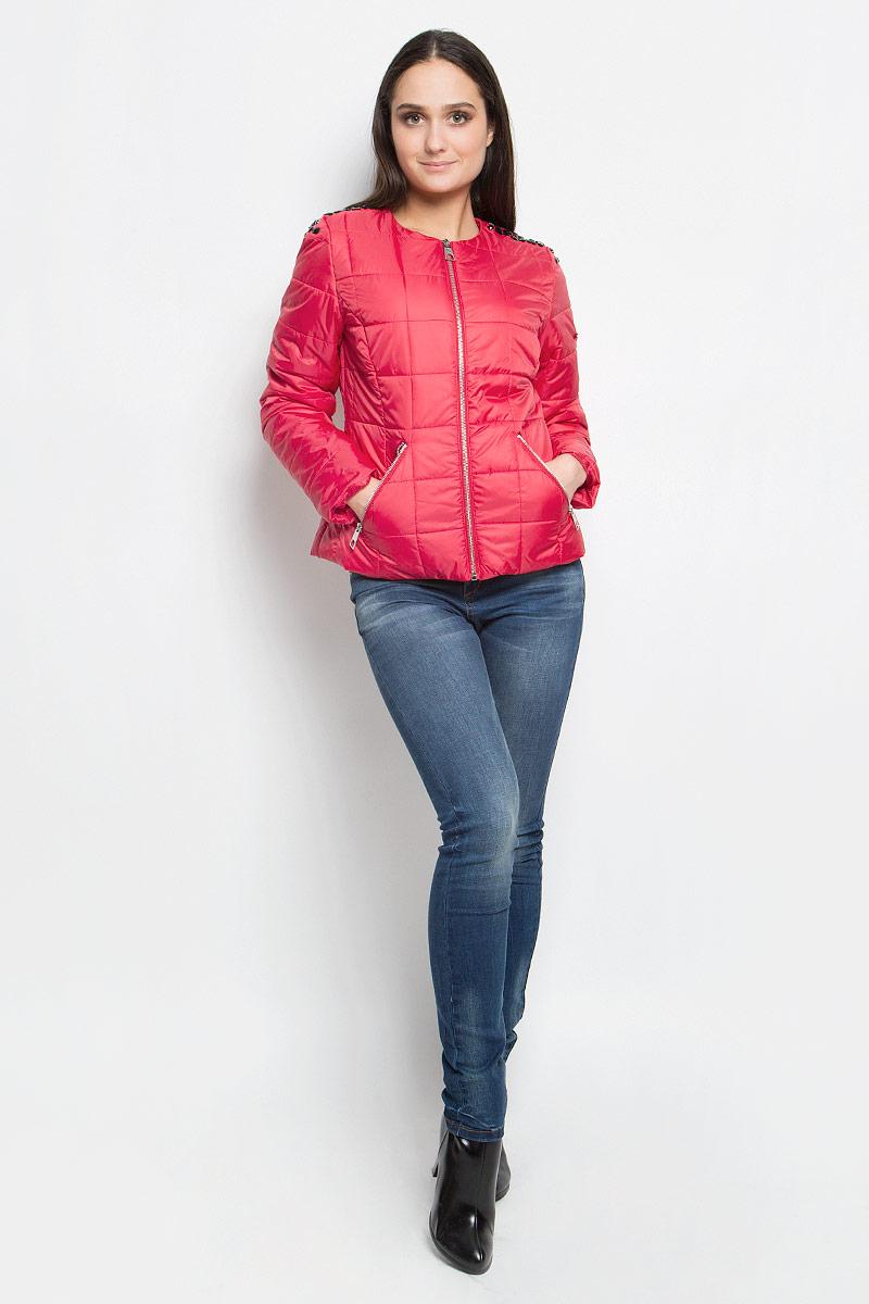 B037018_BarberryЖенская куртка Baon выполнена из высококачественного полиэстера. Куртка с круглым вырезом горловины и длинными рукавами застегивается на удобную застежку-молнию спереди. Спереди расположены два втачных кармана на застежках-молниях. Куртка оформлена стеганым узором и украшена крупными стразами на плечах.