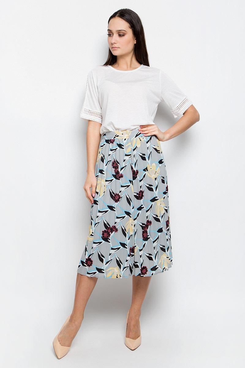 ЮбкаB477001_Dusk PrintedПлиссированная юбка Baon выполнена из струящейся ткани и оформлена ярким принтом. Модель длины миди. Боковая сторона дополнена потайной застежкой-молнией.