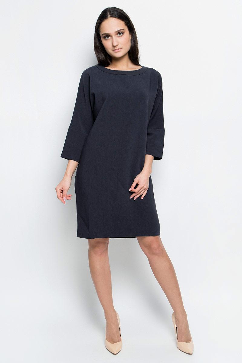 ПлатьеB457001_Dark NavyПлатье Baon выполнено из полиэстера с добавлением вискозы и эластана. Модель средней длины с цельнокроеными рукавами длиной 3/4 имеет круглый вырез горловины. Платье дополнено завязками на горловине сзади.