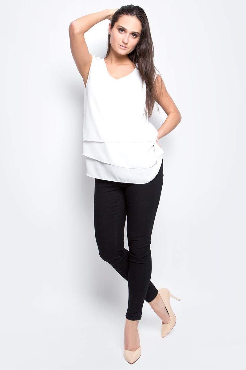 БлузкаB197006_MilkЖенская блузка Baon выполнена из 100% полиэстера. Модель с V-образным вырезом горловины сзади застегивается на пуговицу.