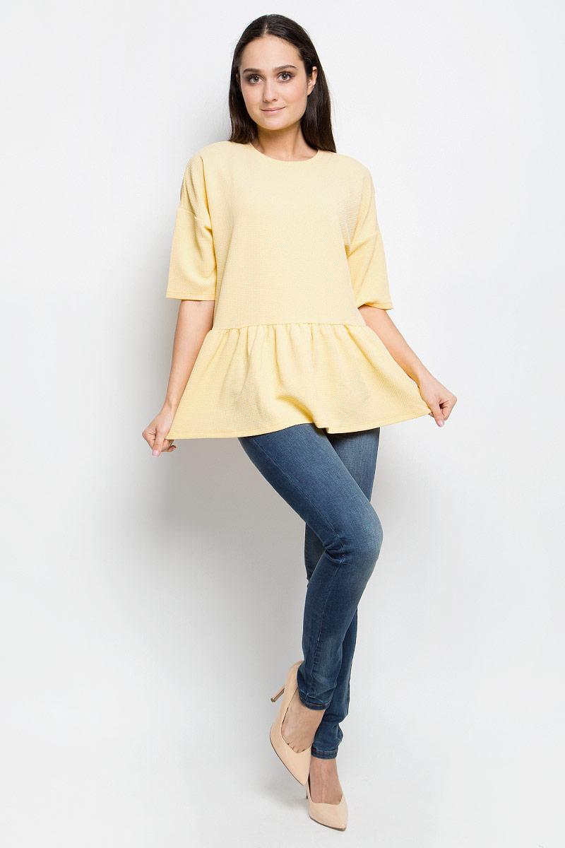 БлузкаB117007_MilkЖенская блузка Baon выполнена из эластичной фактурной ткани. Модель с круглым вырезом горловины и стандартными рукавами со смещенной проймой. По низу изделие оформлено сборкой.
