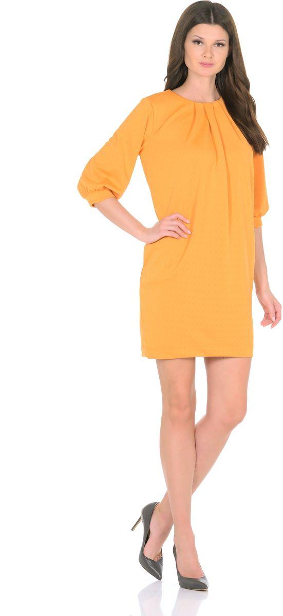 3285-5Трикотажное платье от Rosa Blanco совмещает в себе комфорт и элегантность. Платье идеально подходит как для офиса, так и для более непринужденной обстановки. Модель нарочито лаконичного прямого кроя наделена неповторимой выразительностью благодаря фактурной ткани. Складки у круглого выреза и рукава ? на манжетаж подчеркивают женственную элегантность модели. В боковом шве расположены карманы. Простота кроя и минимум отделки позволят Вам поэкспериментировать с аксессуарами. Создавайте Ваш стиль с удовольствием. Ткань - плотный трикотаж, характеризующийся эластичностью, растяжимостью и мягкостью. Состав ткани: 72% вискоза, 25% полиэфир, 3% лайкра. Рост модели на фото 170 см (+ каблук).