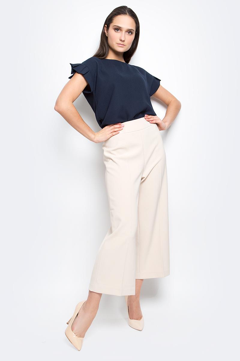 БрюкиB297042_Dark NavyСтильные широкие брюки Baon выполнены из высококачественного струящегося материала. Модель прямого кроя и высокой посадки станет отличным дополнением к вашему современному образу. Застегиваются брюки спереди на потайную застежку-молнию и крючок.