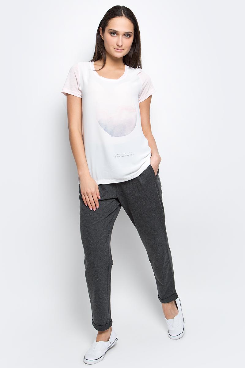 ФутболкаB237072_Rose PowderЖенская футболка Baon выполнена из полиэстера с добавлением вискозы. Модель с короткими рукавами и круглым вырезом горловины оформлена оригинальным принтом.
