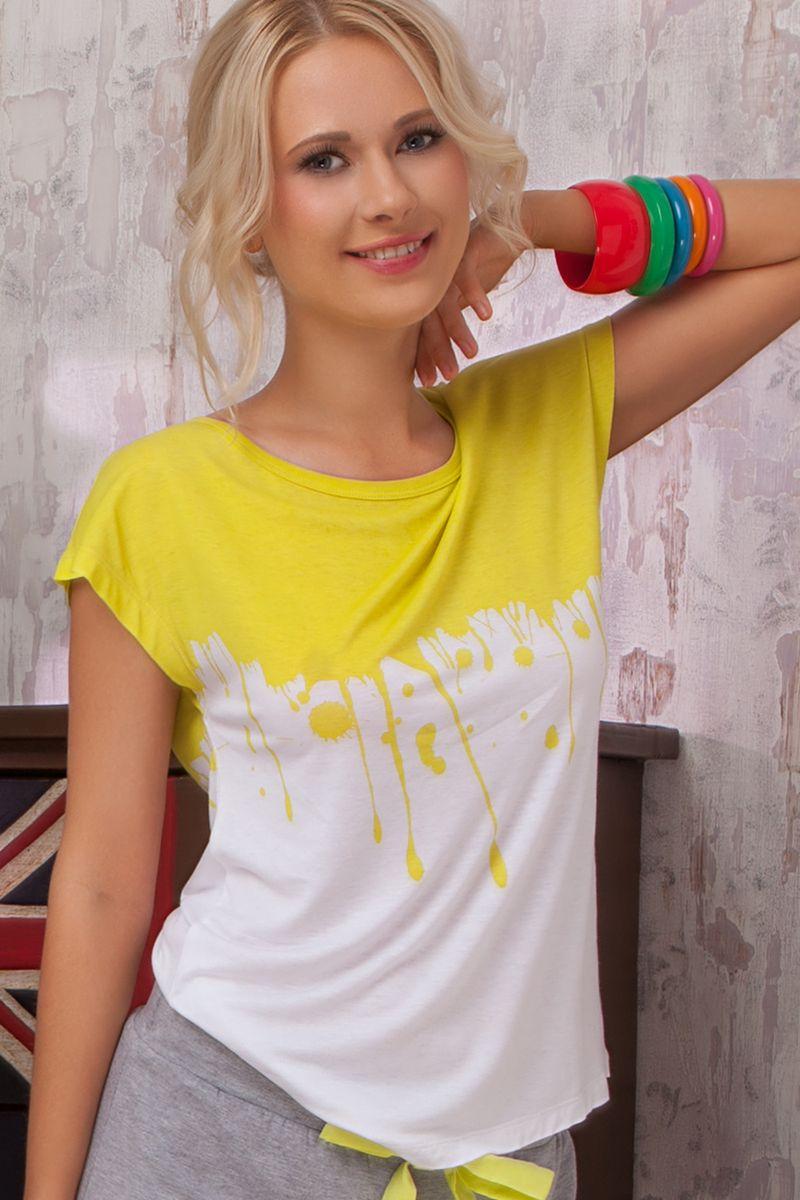 Футболка для дома36382Женская футболка Limonata из коллекции домашней одежды от Amore A Prima Vista выполнена из струящейся вискозы с небольшим добавлением эластана. Материал изделия очень приятный к телу, обладает высокой воздухопроницаемостью и гигроскопичностью, позволяет коже дышать. Такая футболка великолепно подойдет для повседневной носки дома или на отдыхе. Модель с короткими цельнокроеными рукавами и круглым вырезом горловины станет идеальным вариантом для создания современного образа. Изделие оформлено ярким принтом. Такая модель подарит вам комфорт в течение всего дня и займет достойное место в вашем гардеробе.
