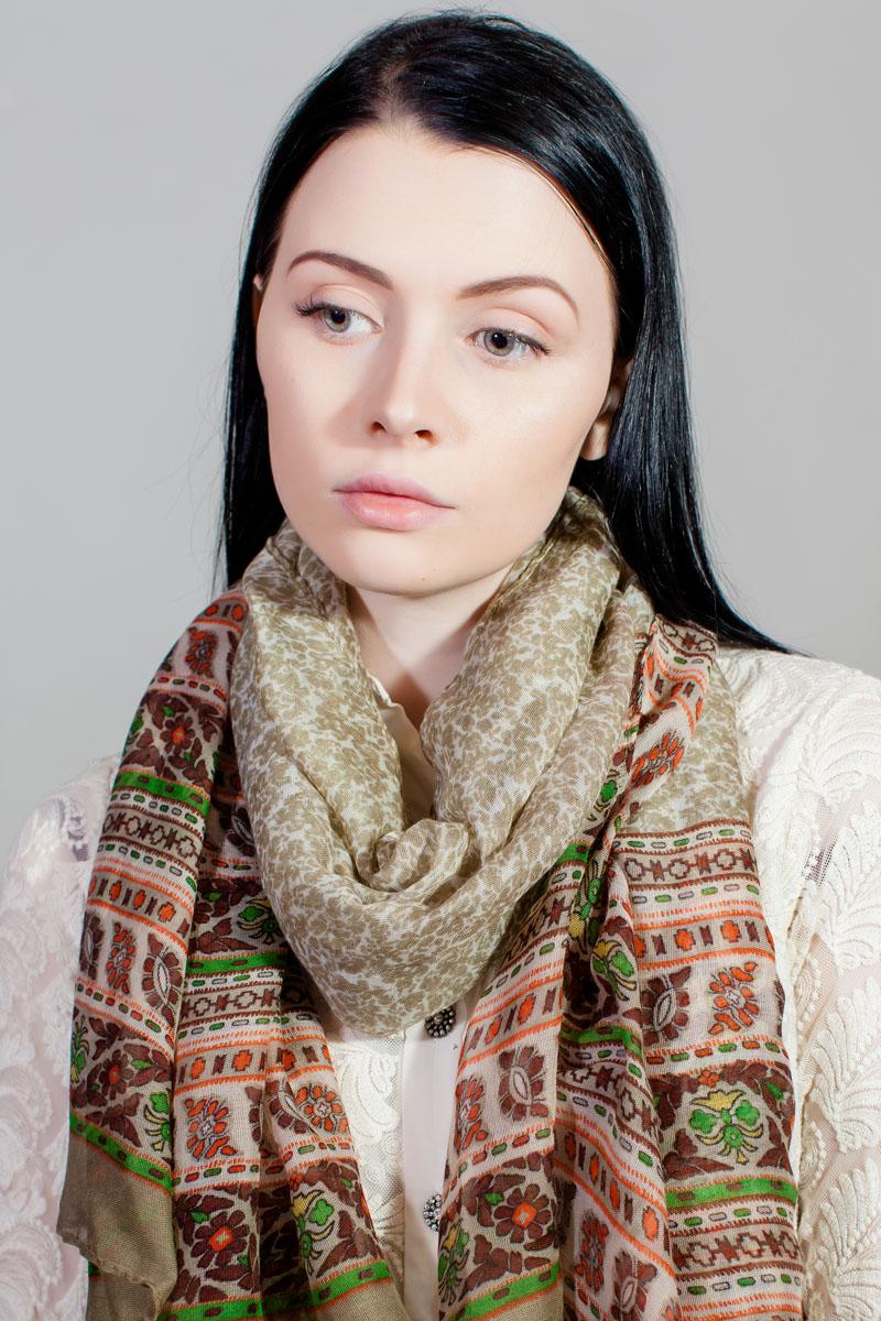 ПлатокSJ-11777-30Стильный женский платок изготовлен из шелка и полиэстера. Изделие оформлено оригинальным принтом.
