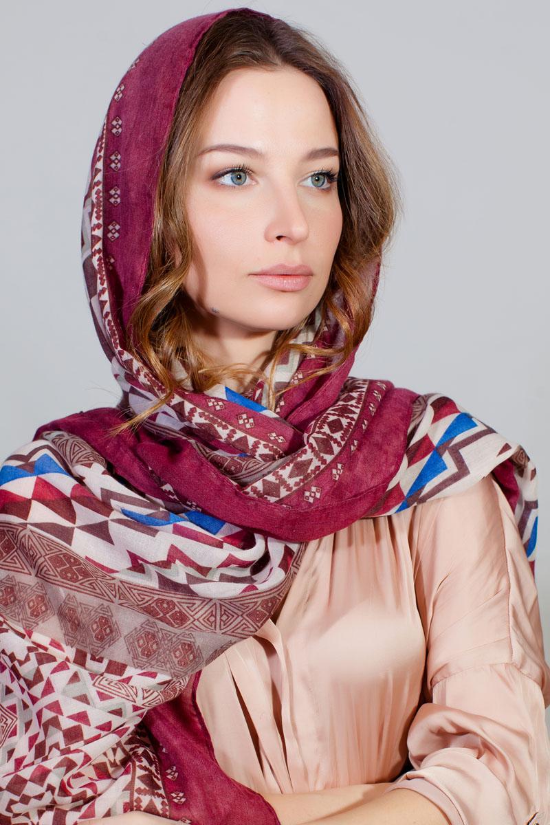 ПалантинYY-11733-23Стильный палантин Sophie Ramage изготовлен из модала и шелка. Изделие оформлено оригинальным принтом.