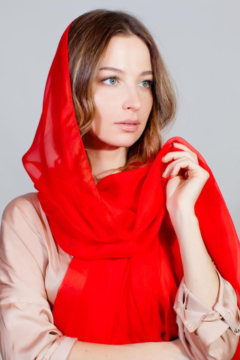 ПалантинYY-11710-10Стильный палантин Sophie Ramage изготовлен из качественной смесовой ткани. В легком однотонном палантине вы будете выглядеть женственно и привлекательно.