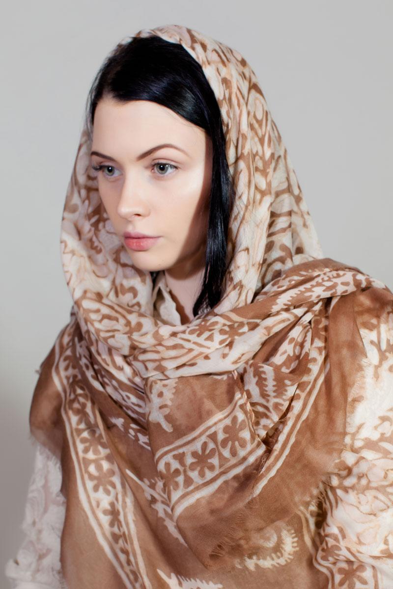 ПалантинYY-11730-41Стильный палантин Sophie Ramage изготовлен из модала и шелка. Изделие оформлено оригинальным принтом.