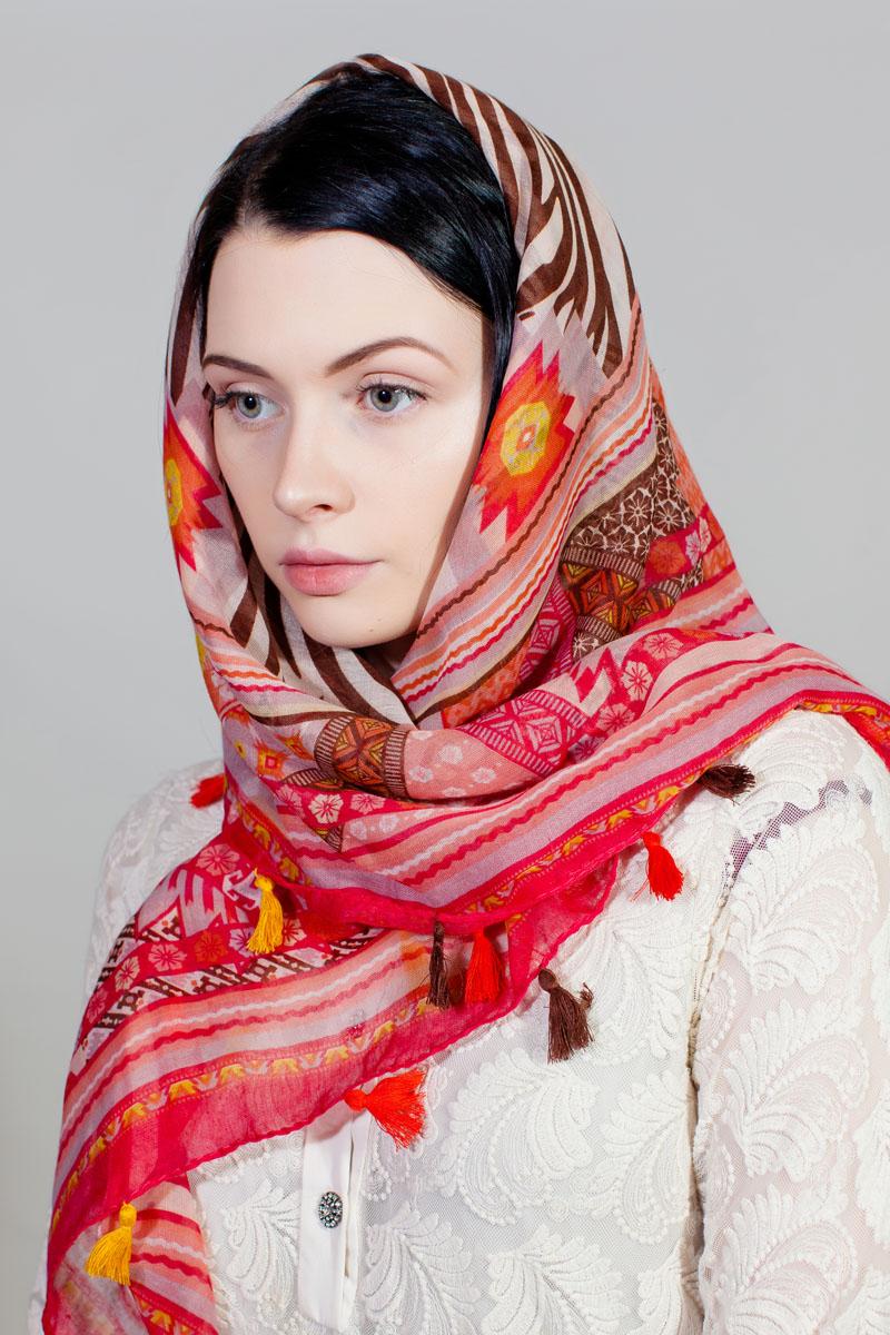 ПлатокSJ-11753-1Стильный платок изготовлен из модала и шелка. Изделие оформлено оригинальным принтом. По краям имеются декоративные кисточки.