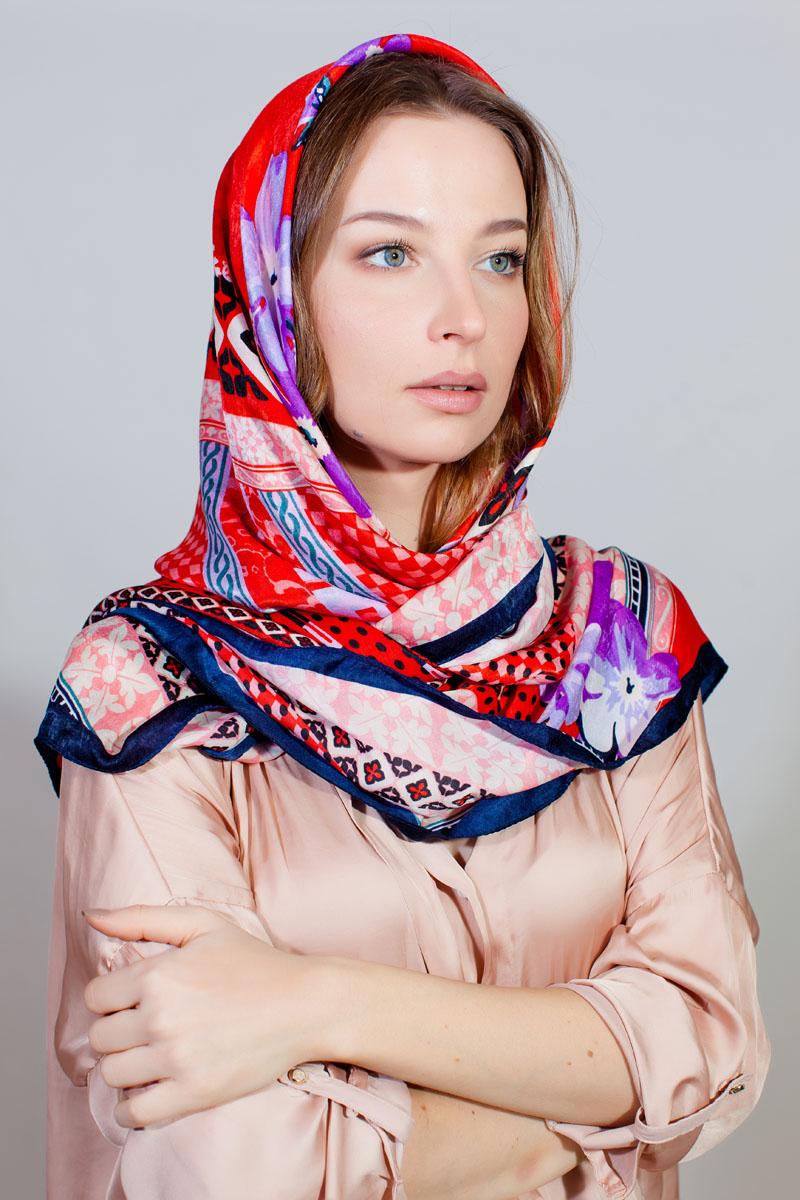 ПлатокYY-11730-56Стильный платок Sophie Ramage изготовлен из качественной смесовой ткани. Изделие оформлено оригинальным принтом.