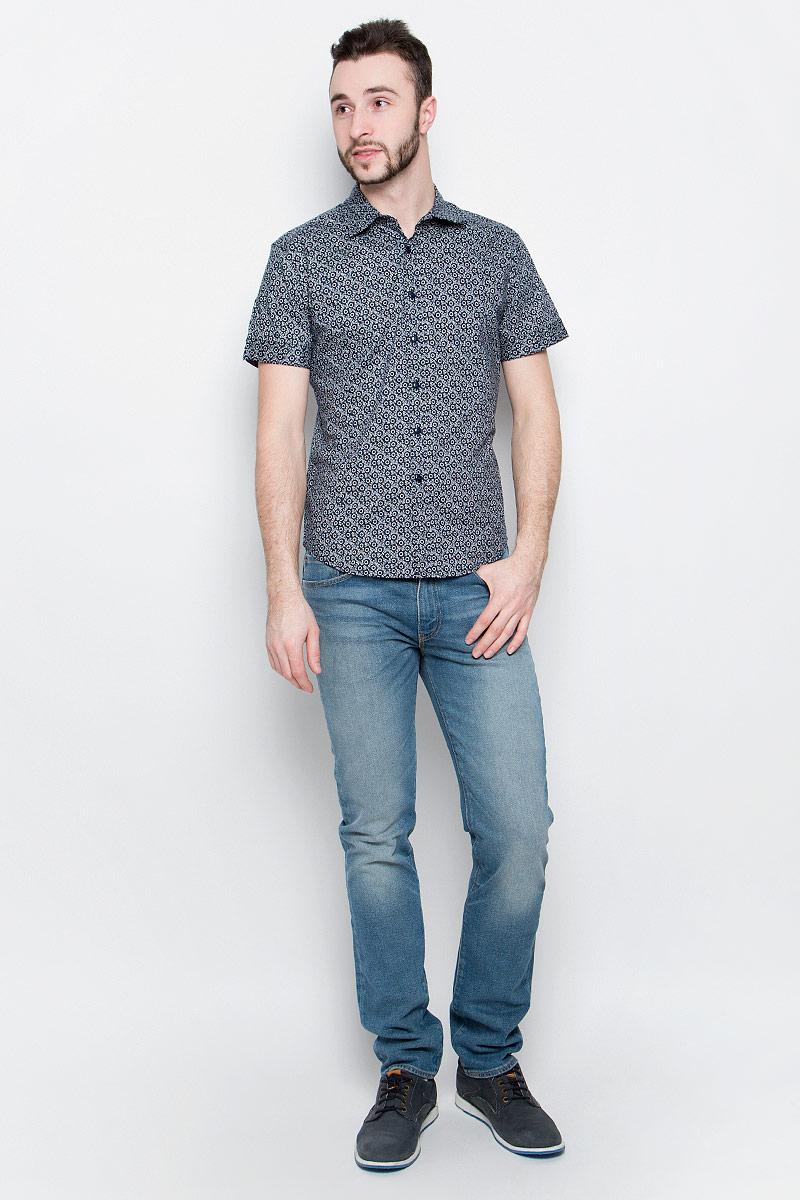 РубашкаB687026_Deep Navy PrintedМужская рубашка Baon выполнена из хлопковой ткани, оформленной оригинальным принтом. Модель с отложным воротником и стандартными короткими рукавами. Спереди изделие застегивается на пуговицы. Подол полукруглый.