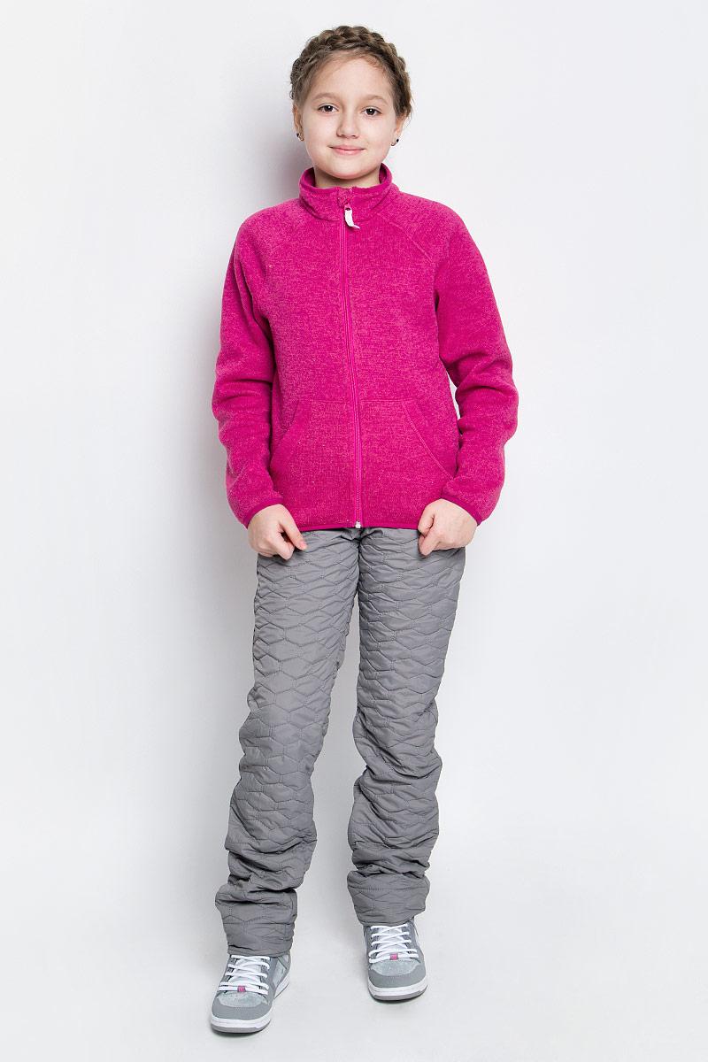 70019_BOG_вар.1Утепленные брюки для девочки Boom! изготовлены из полиэстера с флисовой подкладкой. Модель застегивается на молнию и металлическую кнопку. Стеганые брюки прямого кроя имеют два втачных кармана. Объем пояса регулируется за счет скрытой резинки на пуговицах. Низ брючин при необходимости можно подогнуть.