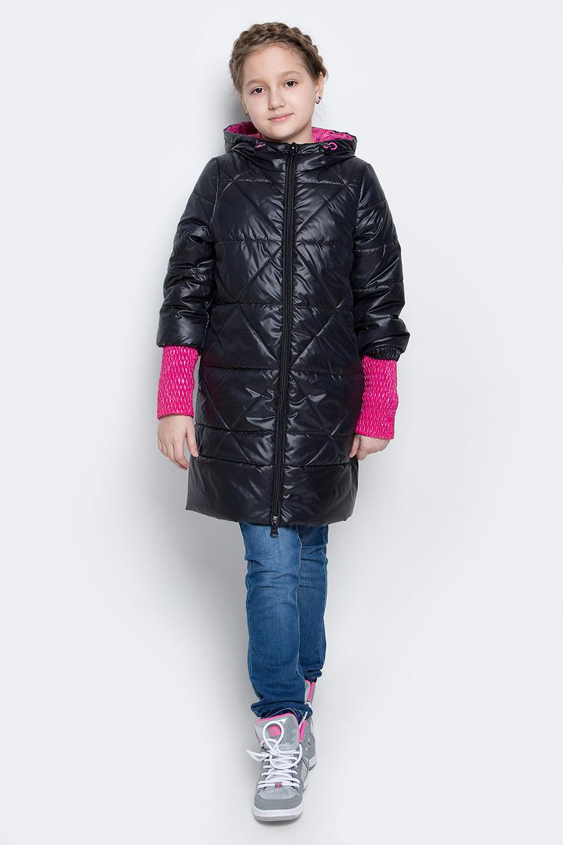 Пальто70026_BOG_вар.1Стильное пальто для девочки Boom! идеально подойдет вашей моднице в прохладную погоду. Модель изготовлена из водонепроницаемой и ветрозащитной ткани, на подкладке из полиэстера с добавлением вискозы. В качестве утеплителя изделия используется материал Flexy Fiber (150 г/м2). Пальто с несъемным капюшоном и длинными рукавами застегивается спереди на пластиковую застежку-молнию. Манжеты на рукавах изготовлены из широкой резинки. В боковых швах предусмотрены два втачных кармана. Капюшон дополнен утягивающей резинкой на стопперах. Модель оформлена стеганым узором и светоотражающими элементами.