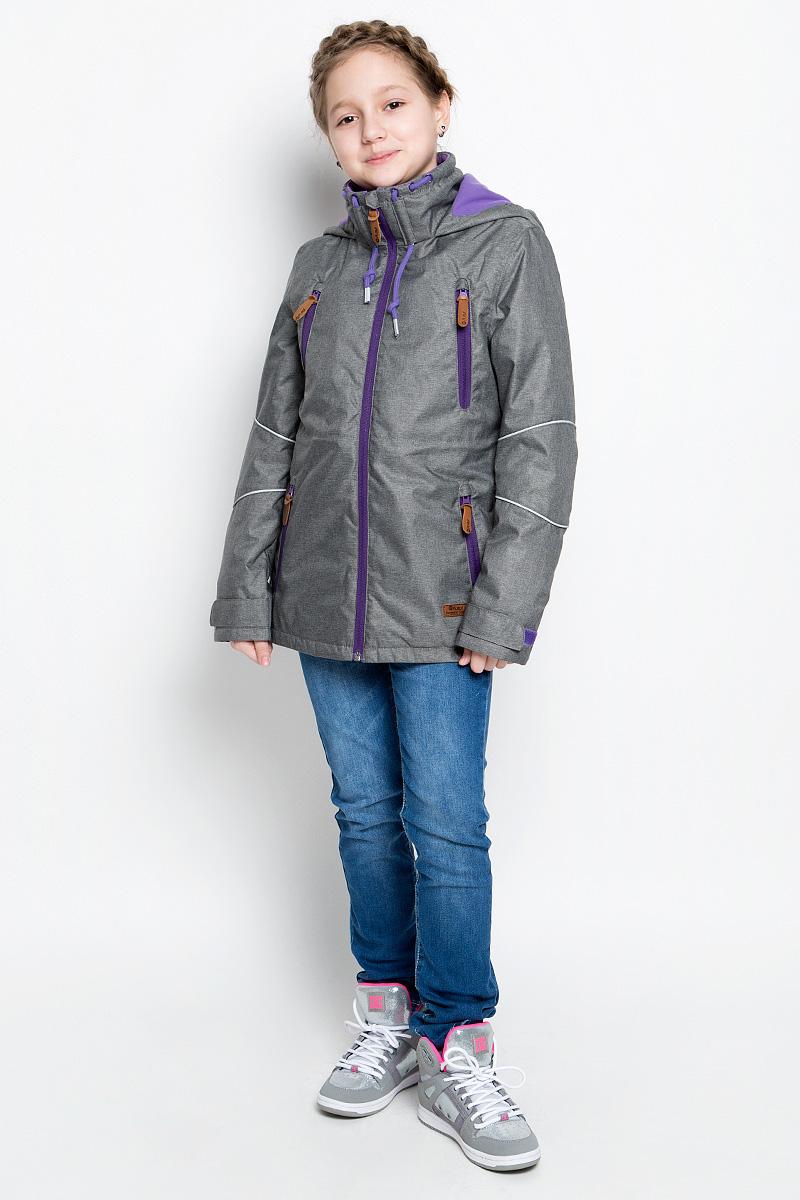 1jk713Куртка для девочки atPlay! выполнена из непромокаемой ветрозащитной мембранной ткани. Наполнитель - синтепон. Куртка с несъемным капюшоном и воротником-стойкой застегивается на удобную застежку-молнию спереди. Воротник дополнен шнурком- кулиской с завязками. Манжеты рукавов оснащены хлястиками на липучках. Спереди расположены четыре втачных кармана на застежках-молниях, изнутри - втачной карман на застежке-молнии. Объем талии регулируется при помощи внутреннего шнурка-кулиски со стопперами. куртка дополнена светоотражающими элементами.