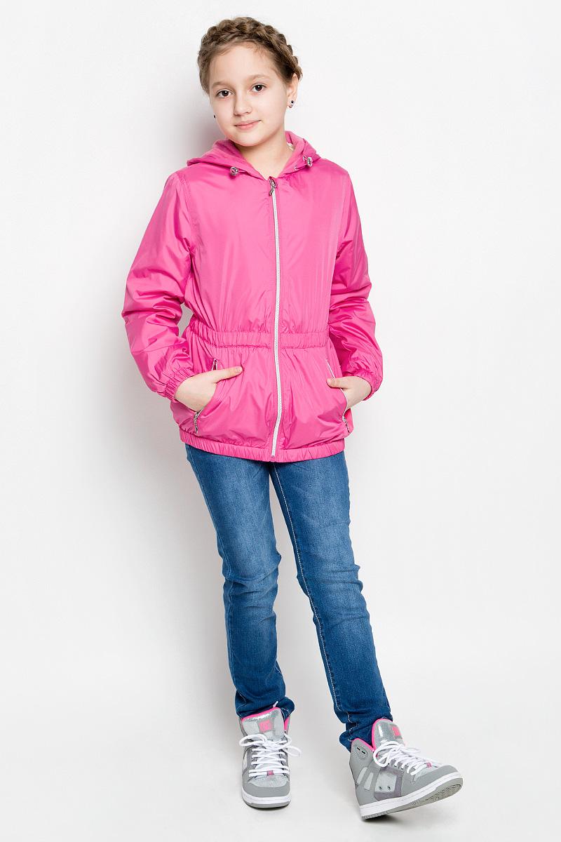 CWB-626/111-7112Стильная куртка для девочки Sela отлично подойдет для прохладной весенней погоды. Верх куртки выполнен из полиэстера. Подкладка на спинке и груди изготовлена из флиса, в рукавах - гладкий полиэстер для легкости одевания. Модель застегивается на застежку-молнию с защитой от прищемления подбородка. Куртка имеет длинные рукава и втачной капюшон с утяжкой по краю. Низ куртки, манжеты рукавов и талия дополнены резинками для лучшего прилегания. С лицевой стороны расположены два прорезных кармана на молнии. Модель дополнена светоотражающими элементами для безопасности в темное время суток.