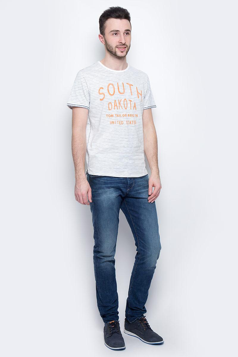 Футболка1037207.00.10_6771Мужская футболка Tom Tailor с короткими рукавами и круглым вырезом горловины выполнена из натурального хлопка. Футболка украшена контрастным принтом в полоску и крупной надписью спереди.