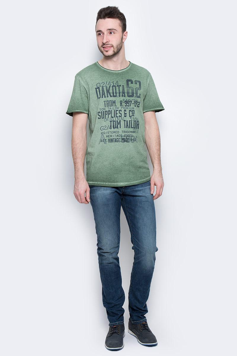 Футболка1037210.00.10_7398Мужская футболка Tom Tailor с короткими рукавами и круглым вырезом горловины выполнена из высококачественного натурального хлопка. Футболка украшена контрастным принтом с надписями. Вырез горловины и рукава имеют эффект необработанного края.