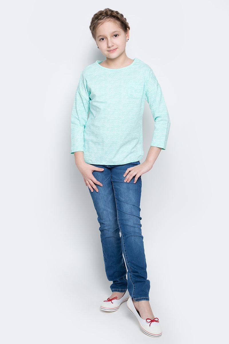 Футболка с длинным рукавомT-611/958-7141Лонгслив для девочки Sela выполнен из 100% хлопка. Модель с круглым вырезом горловины и стандартными рукавами 3/4. Спереди на груди расположен небольшой накладной кармашек.