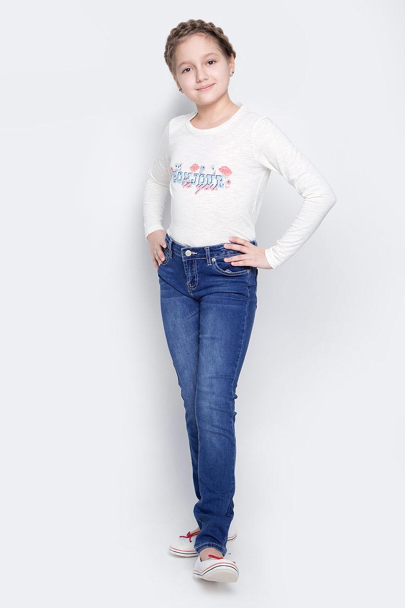 БрюкиPJ-635/526-7142Модные джинсы для девочки Sela Denim выполнены из хлопка с добавлением полиэстера, вискозы и эластана. Джинсы имеют стандартную посадку и силуэт слим. Модель застегивается на пуговицу в поясе и ширинку на застежке-молнии, имеются шлевки для ремня. Джинсы имеют классический пятикарманный крой: спереди расположены два прорезных кармана и один небольшой накладной карман, а сзади - два накладных кармана. Модель дополнена эффектом потертости.