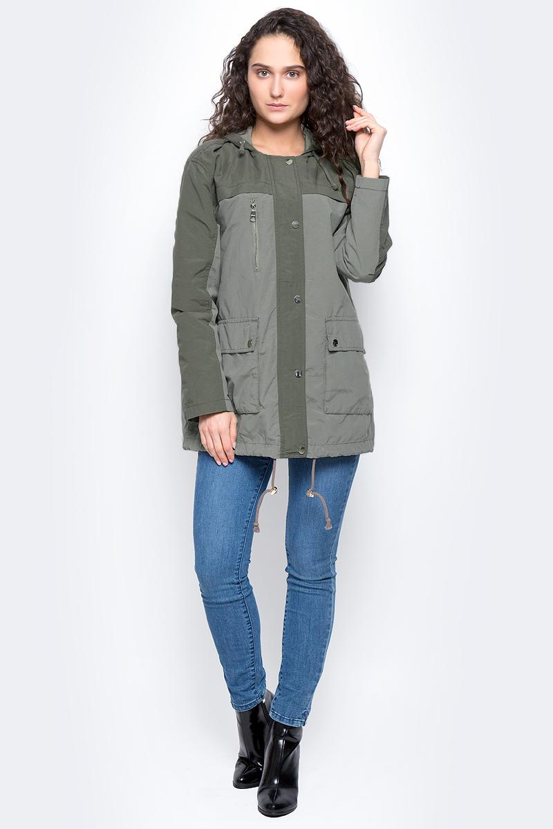 Куртка3533265.00.71_7579Женская куртка с капюшоном Tom Tailor Denim изготовлена из натурального хлопка с добавлением полиамида, тонкая подкладка - из полиэстера. Модель застёгивается на молнию и кнопки. Спереди на куртке расположены два накладных кармана под клапанами и врезной карман на застежке-молнии. Капюшон дополнен шнурком-утяжкой, низ куртки оснащен шнурком-утяжкой со стопперами.