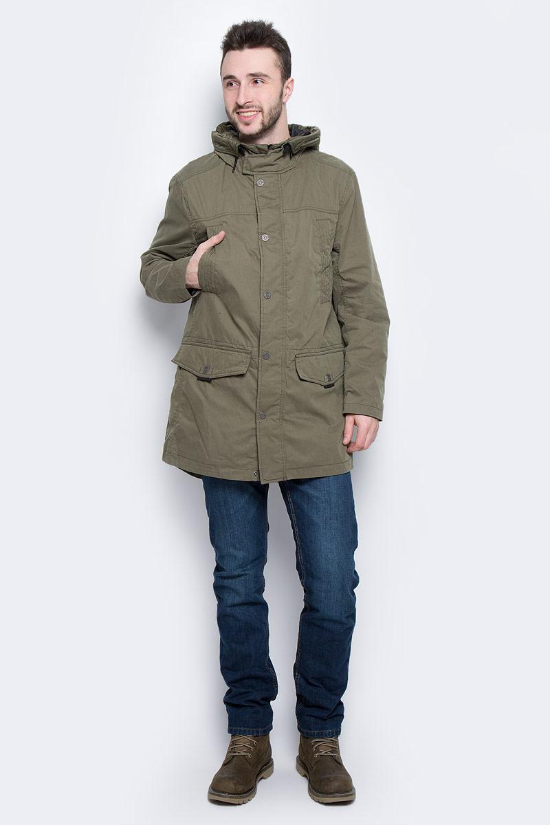 Куртка3533137.00.10_7764Мужская куртка Tom Tailor выполнена из хлопка с добавлением полиамида. Подкладка изготовлена из гладкого полиэстера. Модель с длинными рукавами и воротником-стойкой с несъемным капюшоном застегивается на застежку-молнию. Ветрозащитная планка с защитой от прищемления подбородка закрывается на кнопки. Модель имеет четыре прорезных кармана на кнопке и внутренний накладной карман на липучке. Талия снабжена внутренней утяжкой для плотного прилегания, по краю капюшона имеется затягивающийся шнурок для регулировки объема. Сзади расположен небольшой вырез.