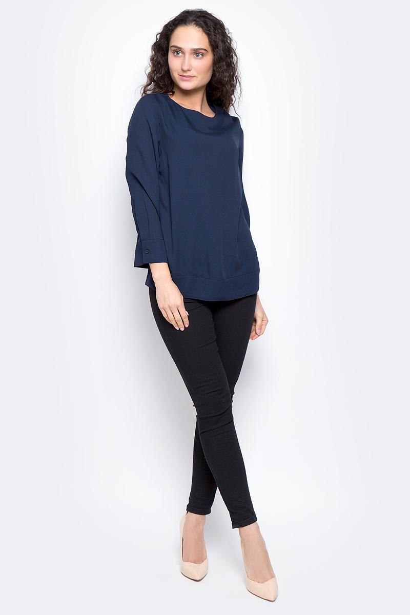 16053852_Dark SapphireЖенская блуза Selected Femme с рукавами длиной 7/8 и круглым вырезом горловины выполнена из натуральной вискозы. Блузка имеет свободный крой и застегивается на застежку-молнию на спинке. Манжеты рукавов застегиваются на пуговицы.