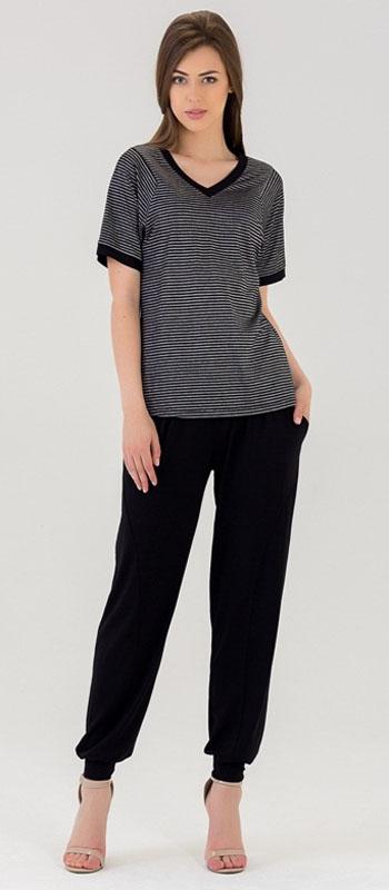 Домашний комплект447К1Женский костюм для дома и отдыха, состоит из футболки и брюк. Изготовлен из мягкого трикотажного материала.