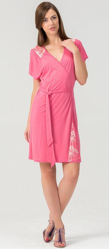 Халат452Х1Женский халат из нежного вискозного полотна. Длина - немного выше колена. Декорировано мягким кружевом.
