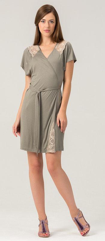 452Х1Женский халат из нежного вискозного полотна. Длина - немного выше колена. Декорировано мягким кружевом.