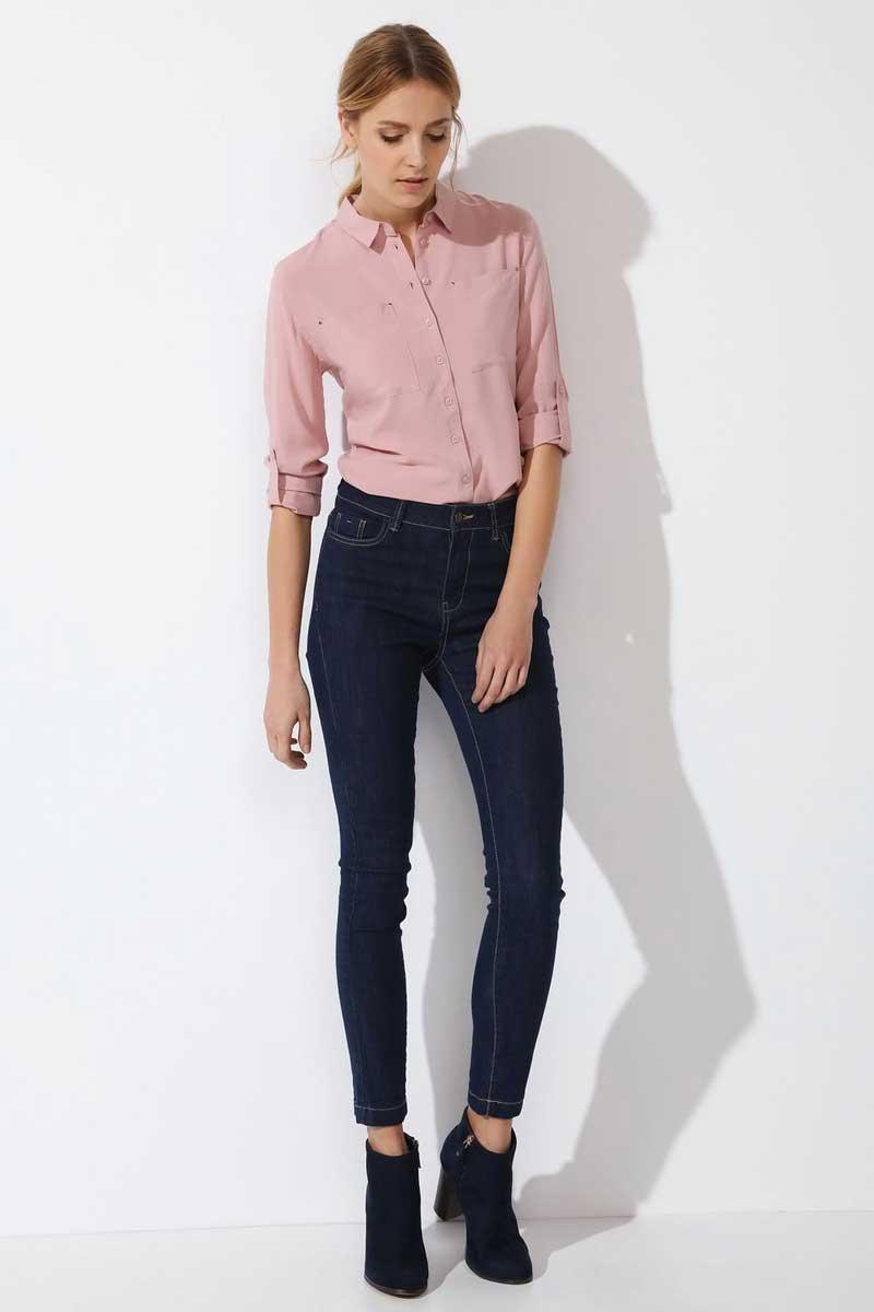 РубашкаSKL2249ROРубашка женская Top Secret выполнена из 100% вискозы. Модель с отложным воротником застегивается на пуговицы.