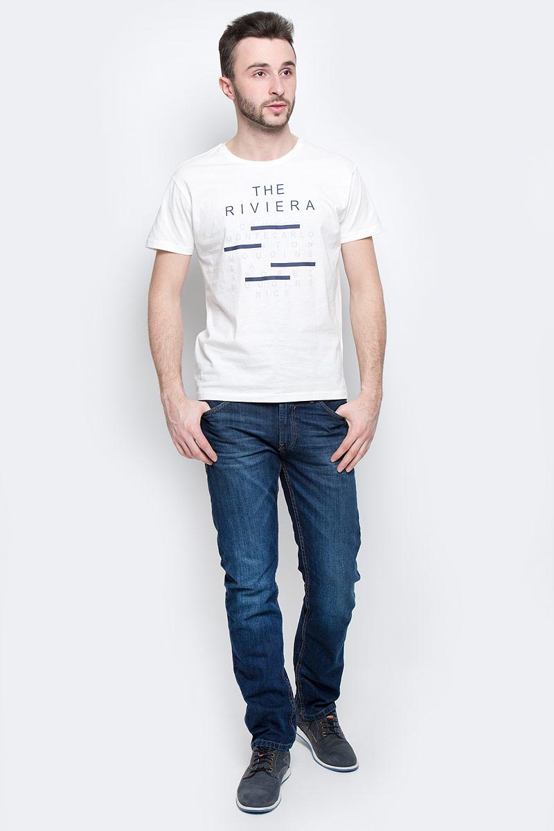 ФутболкаB737053_WhiteМужская футболка Baon выполнена из 100% хлопка. Модель с круглым вырезом горловины и стандартными короткими рукавами. Горловина снабжена эластичной бейкой. Футболка дополнена оригинальными надписями.