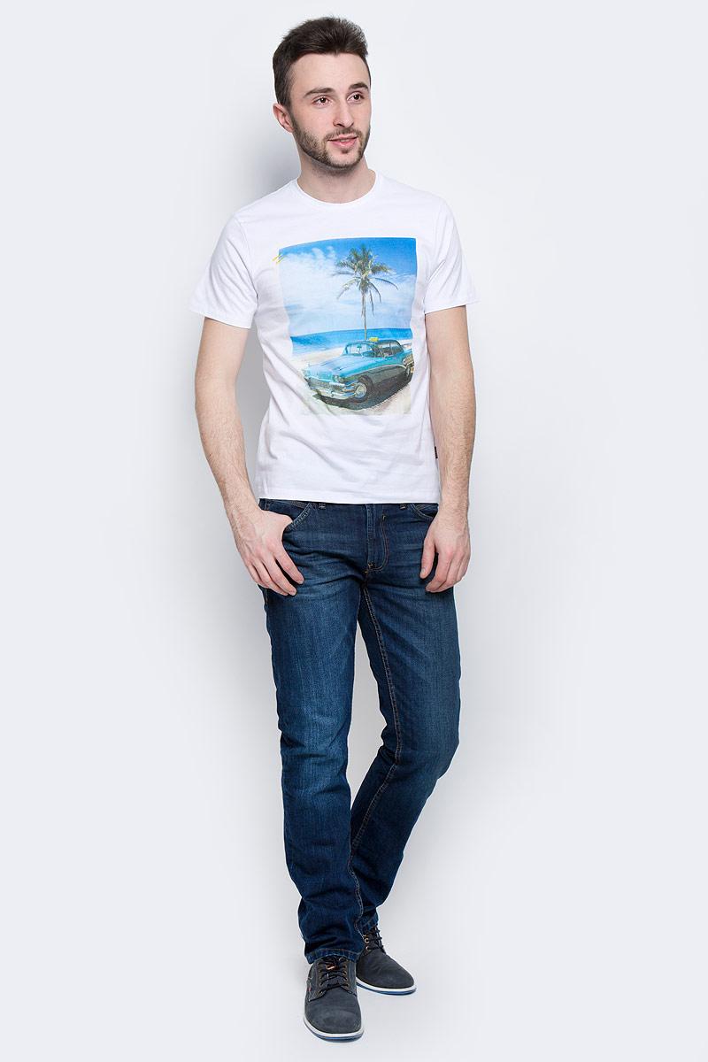 ФутболкаB737030_CanaryМужская футболка Baon выполнена из натурального хлопка. Модель с круглым вырезом горловины и короткими рукавами оформлена оригинальным принтом.