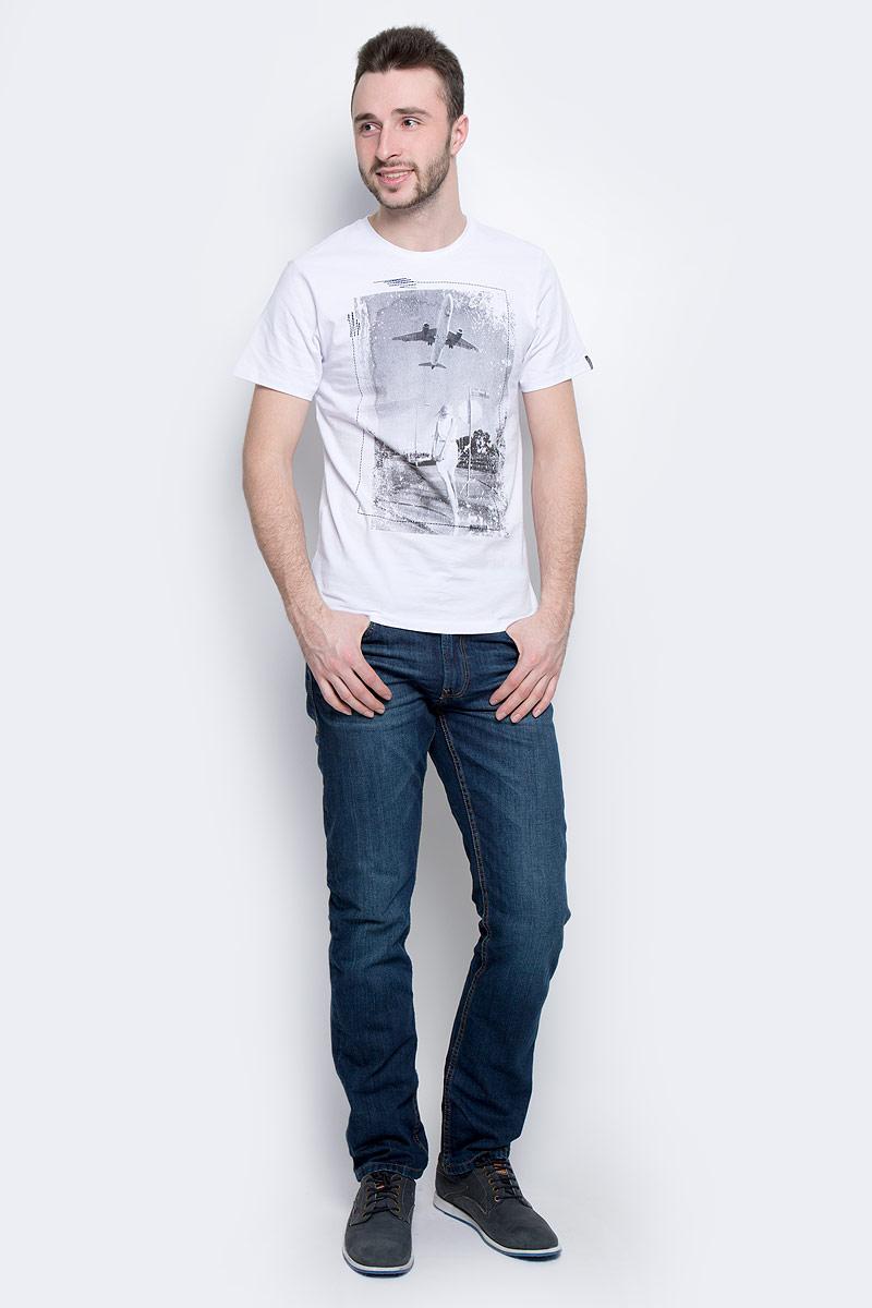 ФутболкаB737014_WhiteМужская футболка Baon выполнена из натурального хлопка. Модель с круглым вырезом горловины и короткими рукавами оформлена оригинальным фотопринтом.