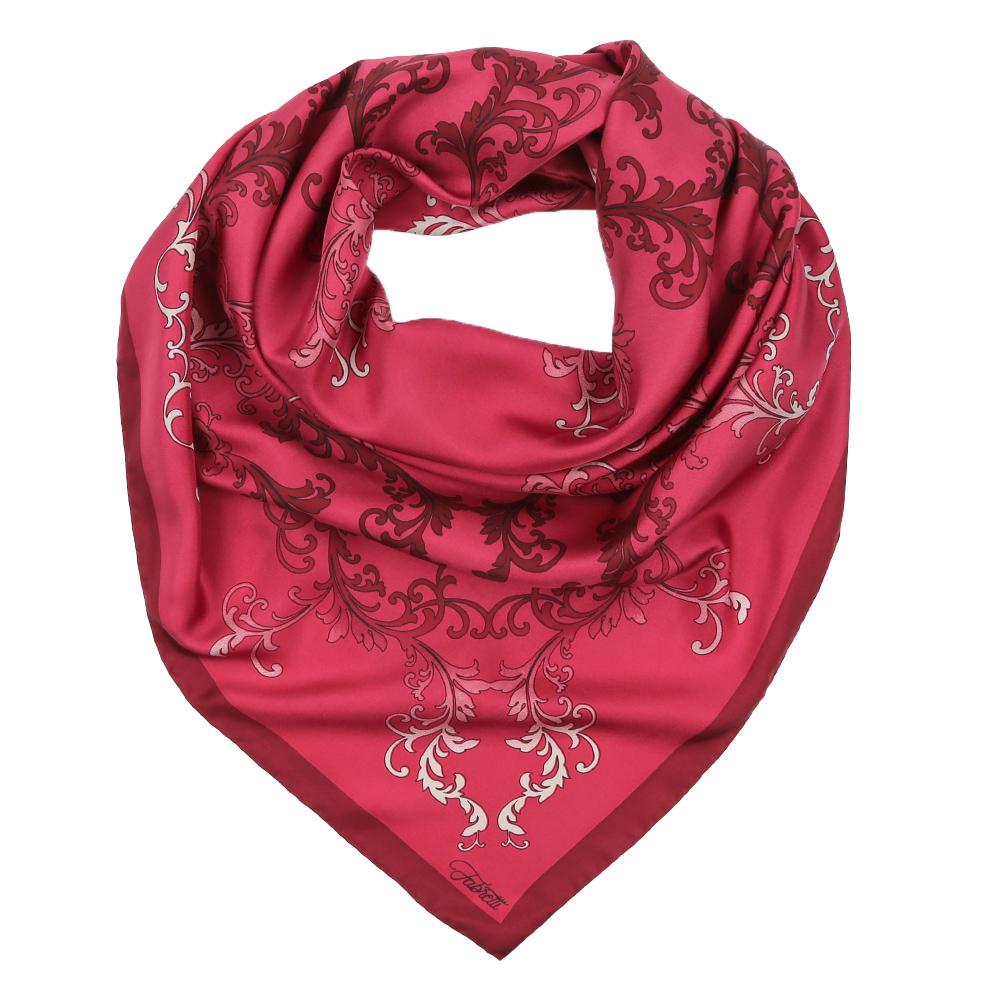 ПлатокCX1617-37-1Изысканный женский платок выполнен из натурального шелка, который придает изделию неповторимый роскошный блеск и гладкость фактуры. Тонкая и прочная нить, создающая струящуюся ткать, подчеркнет изысканный вкус своей обладательницы.
