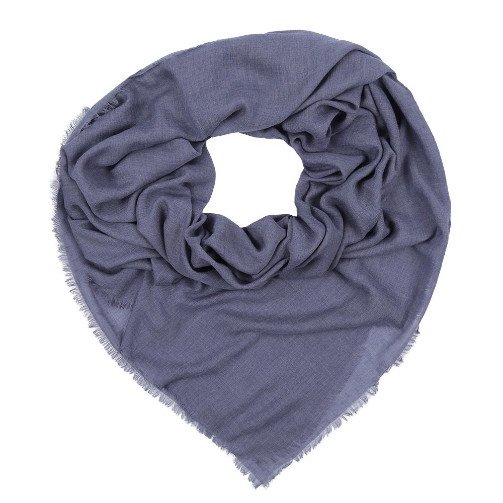 ПлатокF1631-1Стильный однотонный платок Fabretti изготовлен из модала. По краям имеется короткая бахрома.