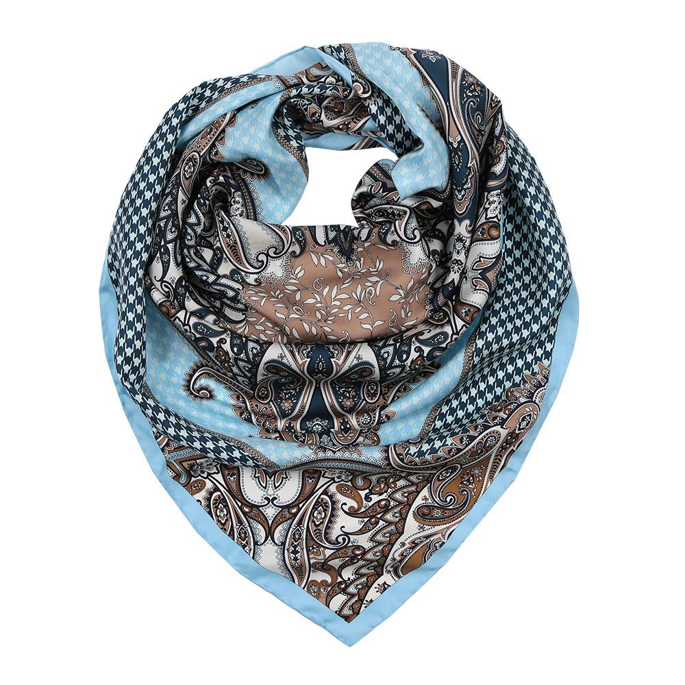 ПлатокCX1617-36-3Изысканный женский платок Leo Ventoni выполнен из натурального шелка, который придает изделию неповторимый роскошный блеск и гладкость фактуры. Тонкая и прочная нить, создающая струящуюся ткать, подчеркнет изысканный вкус своей обладательницы.